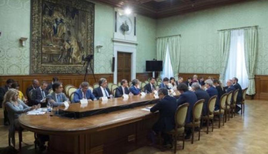 Il tavolo dell'incontro (Foto della Presidenza del Consiglio dei Ministri)