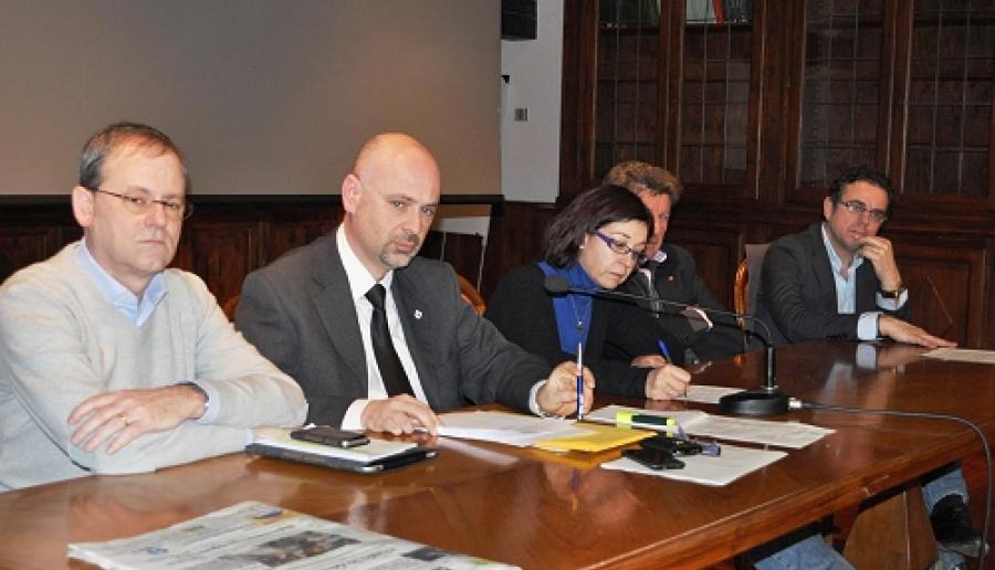 l'assessore Giacomo Grandolfo in primo piano durante un'audizione in Commissione