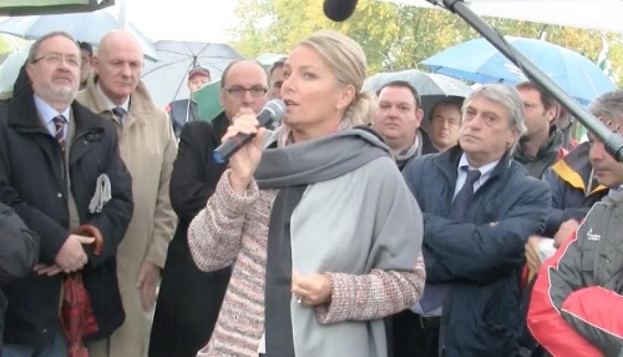 Francesca Zaccariotto nel corso di un sit-in di lavoratori dell'Alenia (foto: Ufficio stampa)