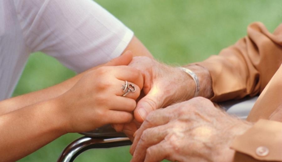 assistenza a persona anziana